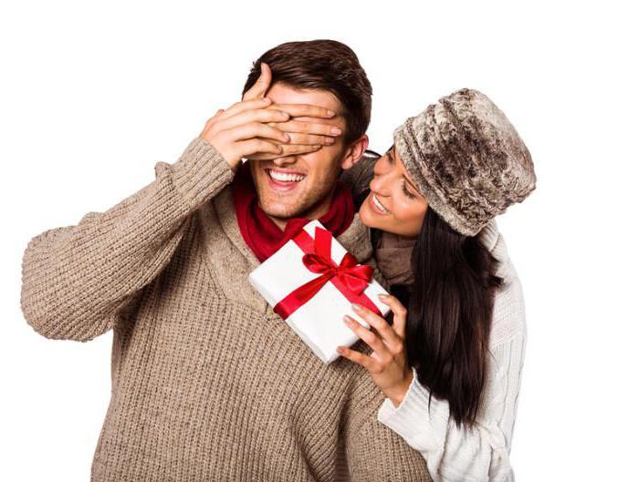 Какие подарки дарить деве мужчине 50