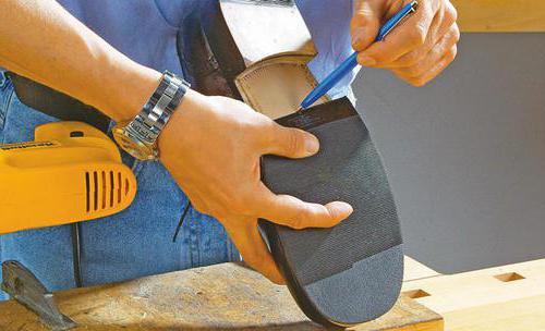 Какой хороший клей для обуви, чтобы заклеить дома? Какой самый лучший клей для ремонта обуви?