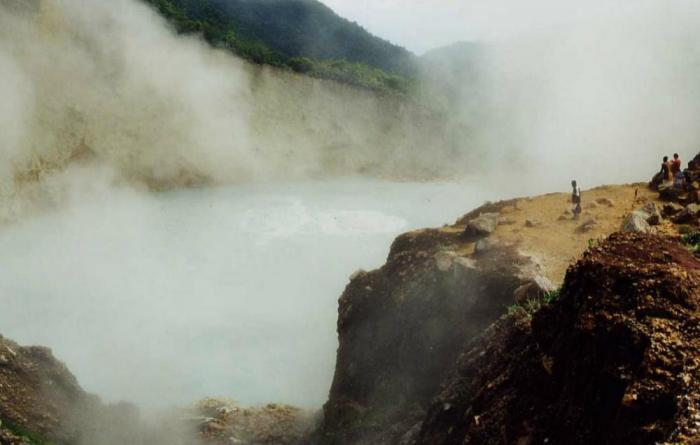 10 удивительных озер, которые могут вас убить
