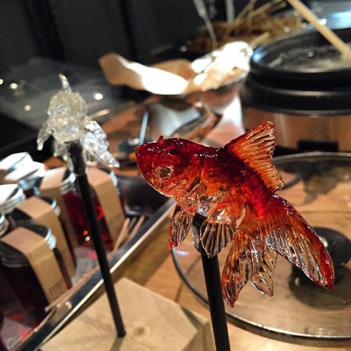 Японский мастер создает леденцы, которые выглядят как стеклянные скульптуры