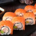 15 блюд и продуктов, которые лучше не заказывать на первом свидании