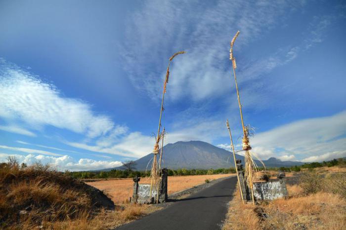Извержение вулкана на Бали может начаться в любую минуту: чего ожидать местным жителям?