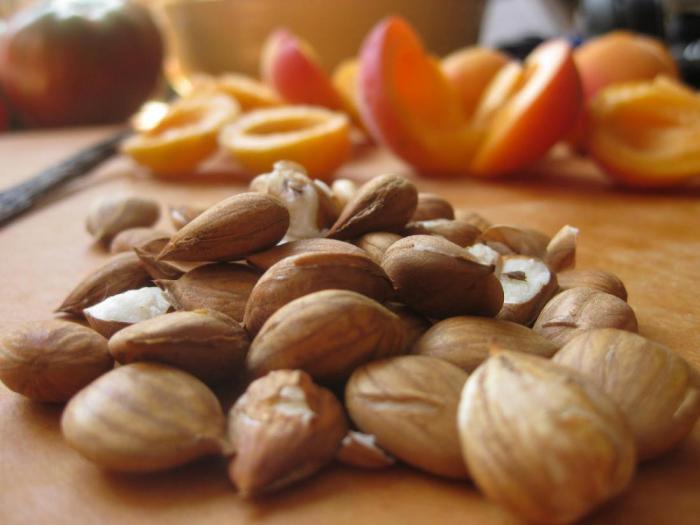 К чему привела попытка мужчины вылечить рак альтернативным средством на основе абрикоса?