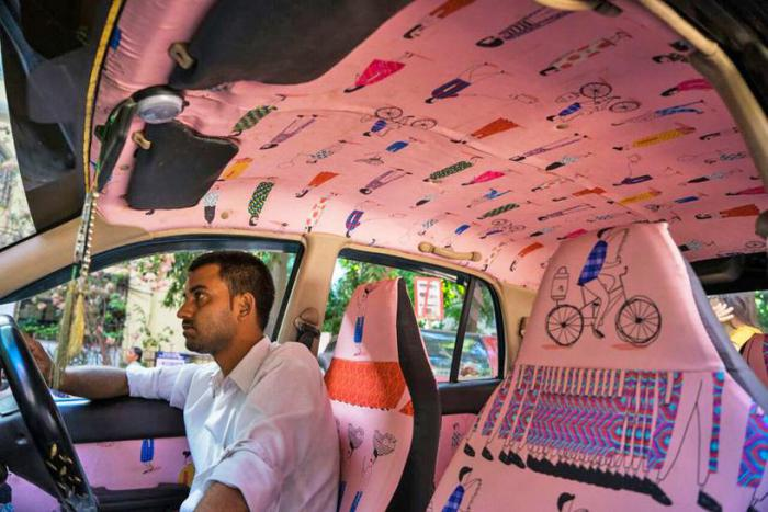 Необычный интерьер такси в Мумбаи буквально завораживает