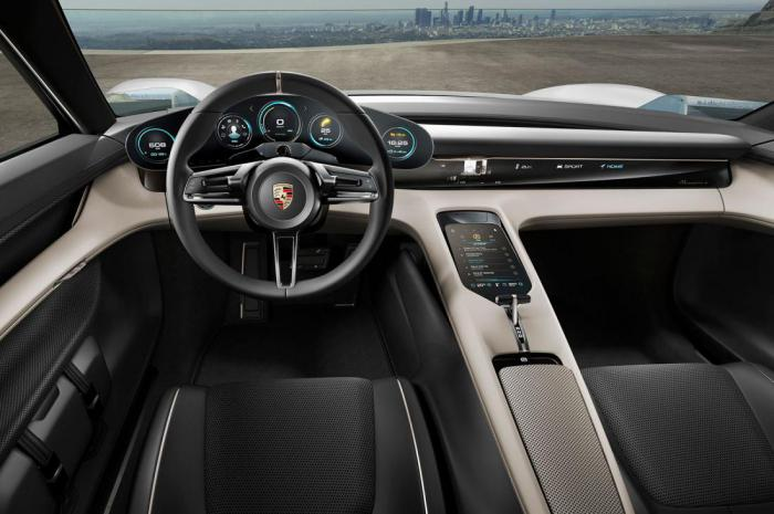 Новый электрический суперкар от Porsche - концепт Mission E