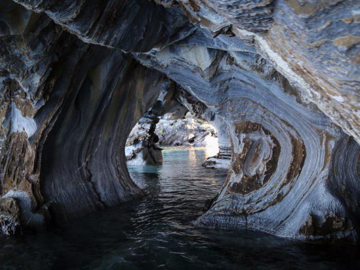 Почему стоит посетить удивительные мраморные пещеры в Чили: 10 фото