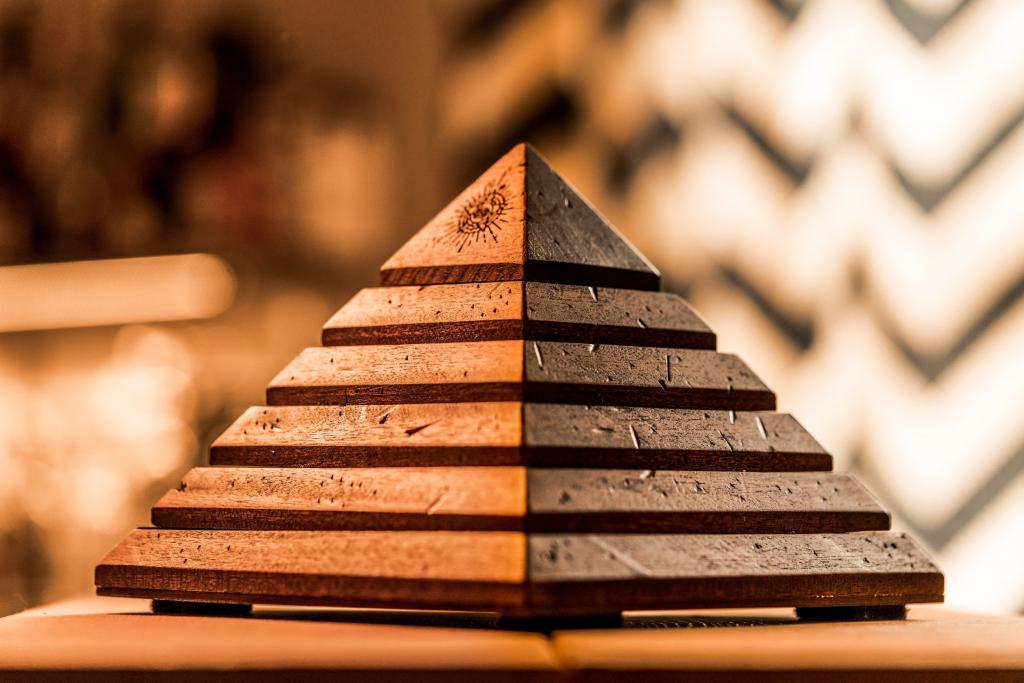 Пирамида по частям