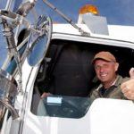 Как стать дальнобойщиком в России без опыта: советы