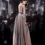 Эффектное длинное шифоновое платье с длинным рукавом