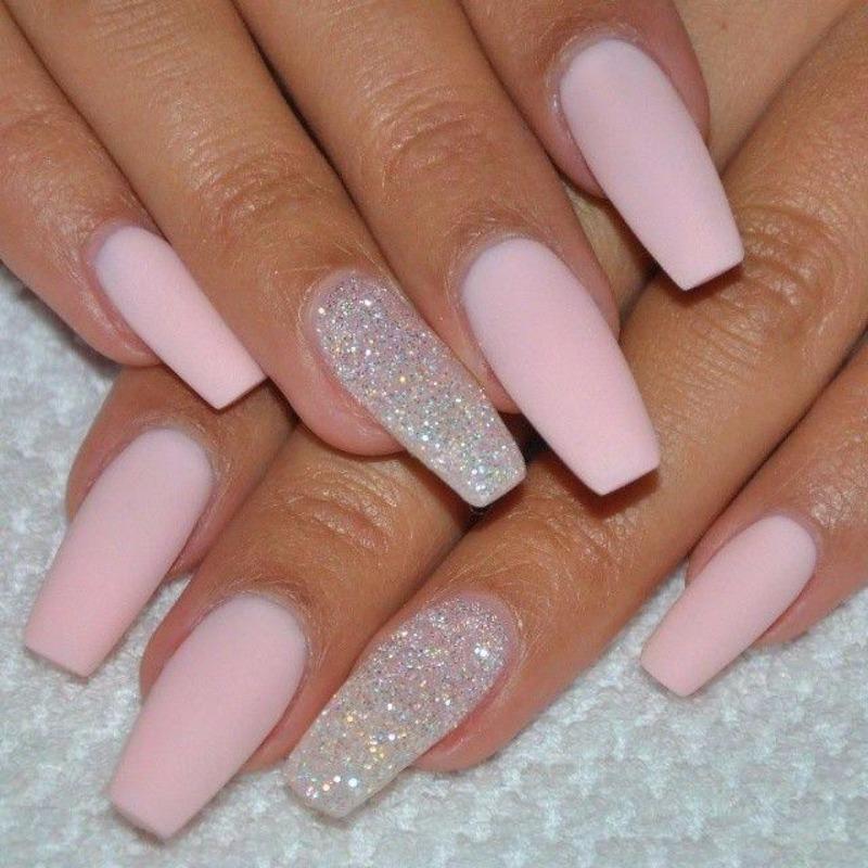 нежно-розовые ногти