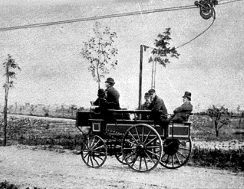 Один из первых автобусов