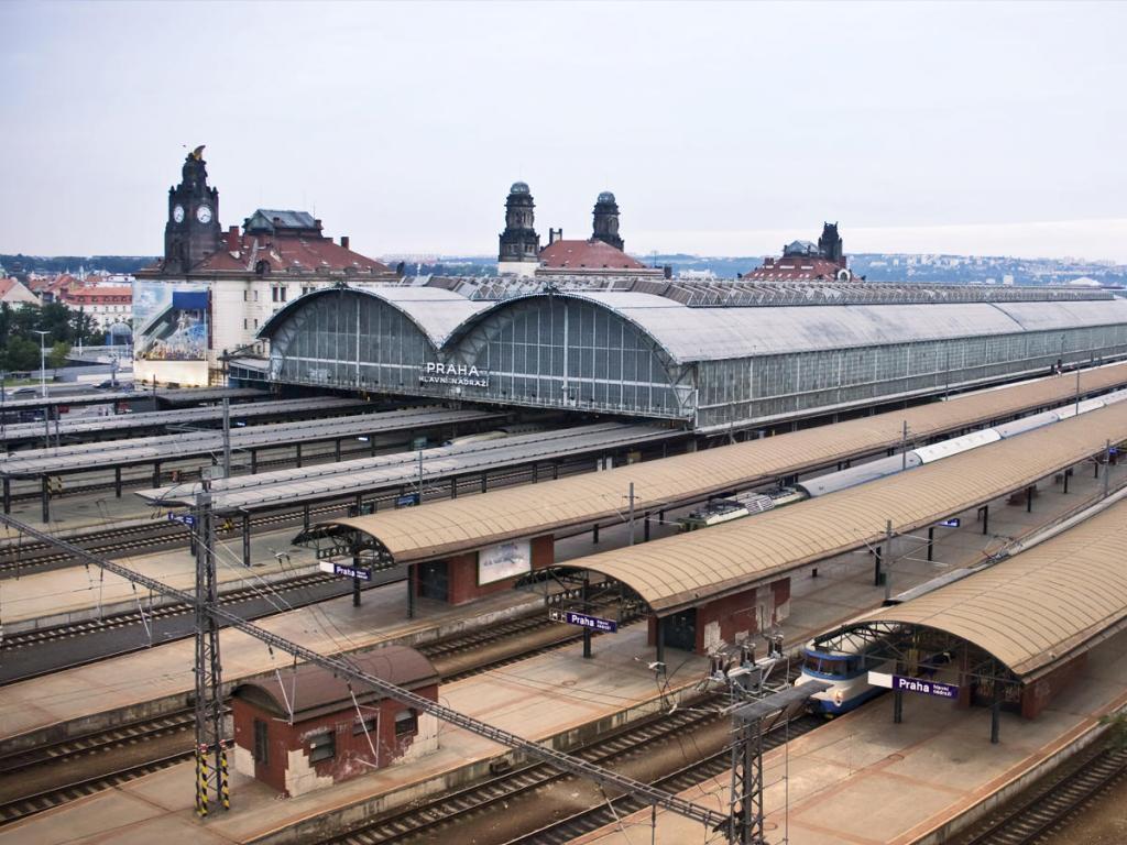 сколько жд вокзалов в праге