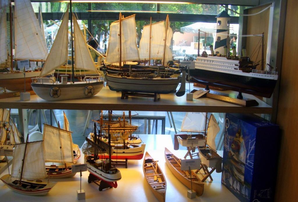 Многочисленные экспонаты Морского музея