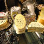 Как делают сыр с плесенью: ингредиенты и рецепты. Сыр с плесенью: польза и вред