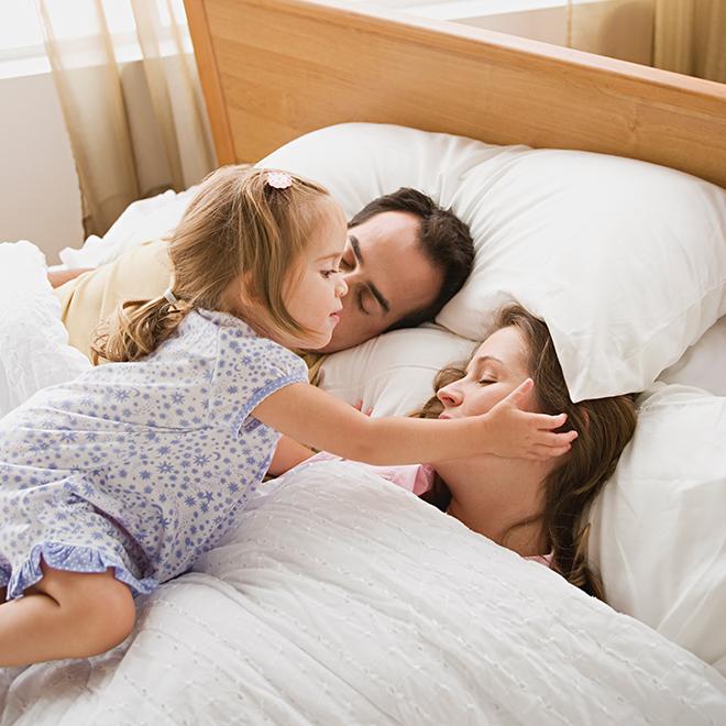 научить ребенка оставаться в своей постели