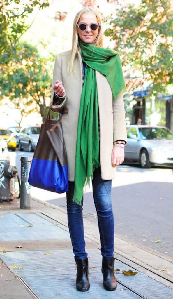 зеленый длинный шарф