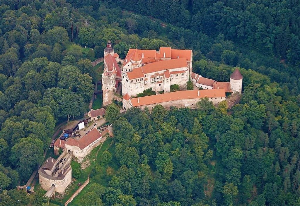 замок и тис
