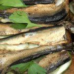 Бутерброды с соленым огурцом и шпротой Золотая рыбка