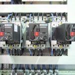 Чем отличается УЗО от автомата: основные признаки, установка и подключение