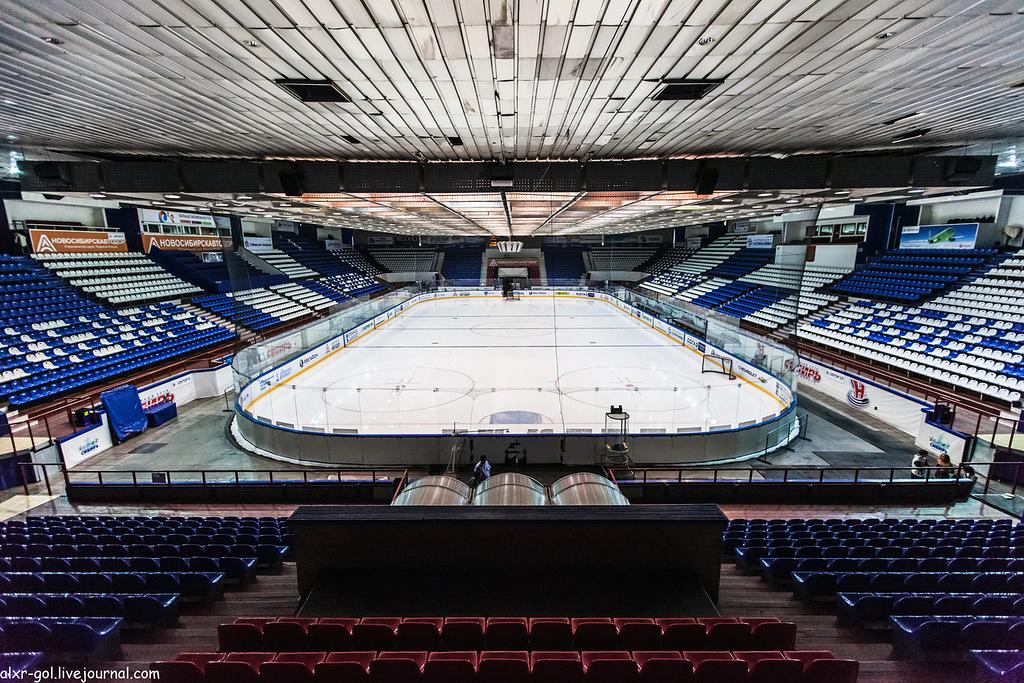 Лед стадиона Сибирь в Новосибирске