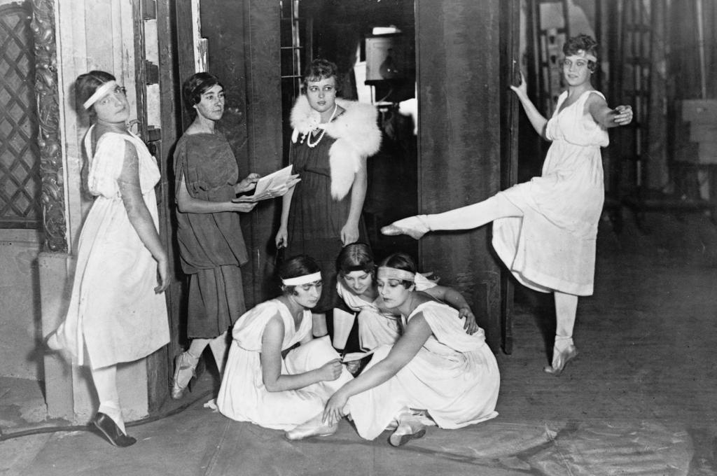 За кулисами, 1916 год