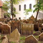 Старое еврейское кладбище в Праге, Чехия: история, знаменитые захоронения, легенды и фото