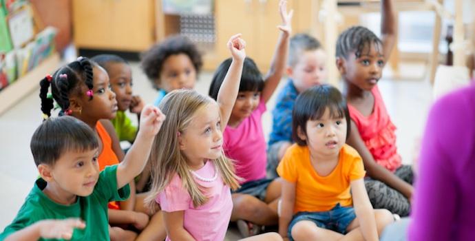 дети поднимают руки