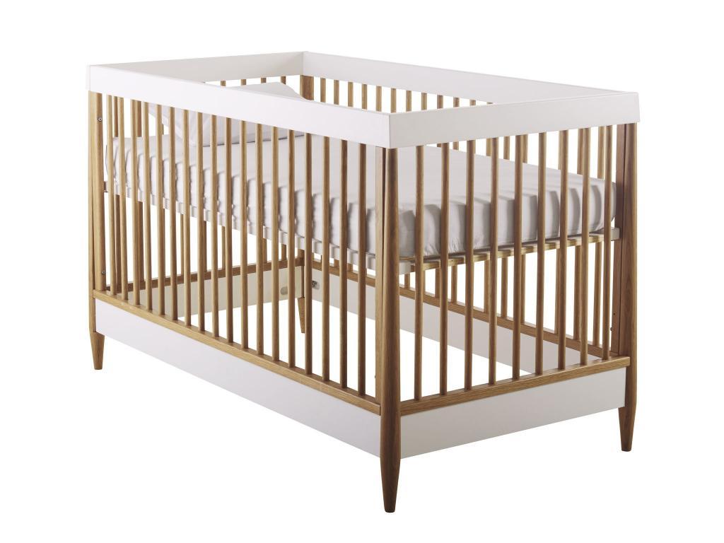 Классическая прямоугольная кровать