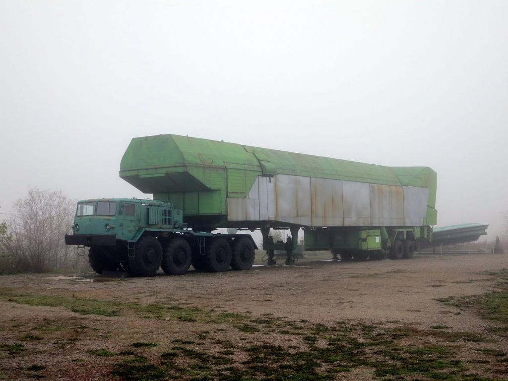Тягач для ракеты Р-12