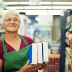 Получает ли пенсию работающий пенсионер в России?