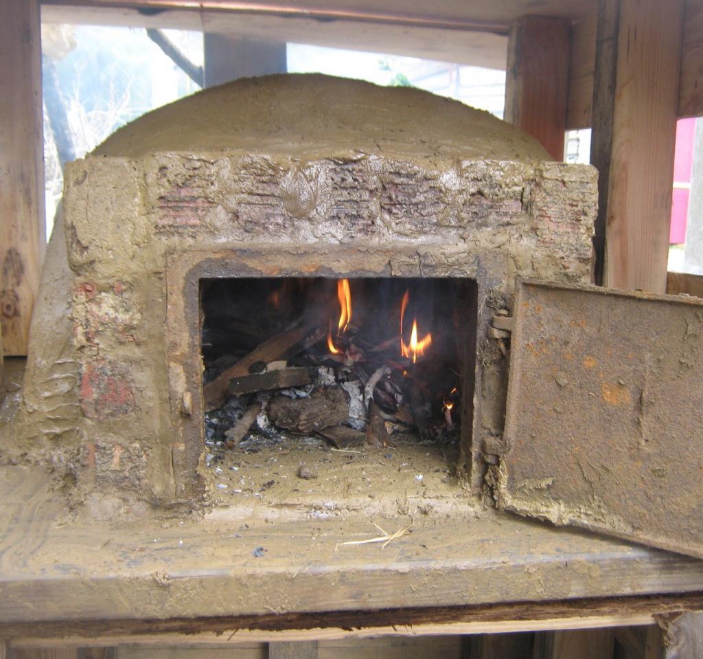 На фотоснимке запечатлена глиняная печь