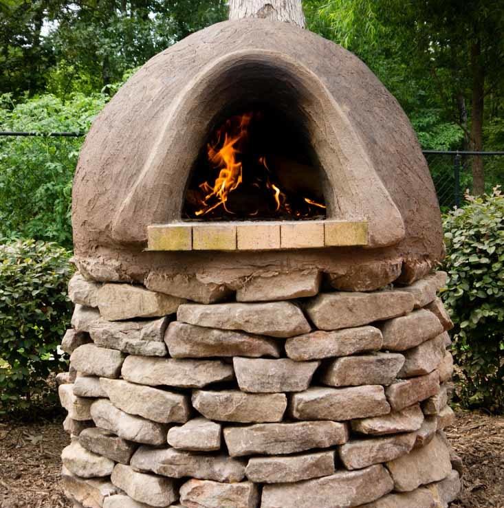 На фото изображена печь из глины