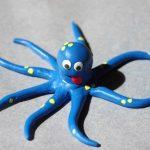 Веселый осьминог из пластилина