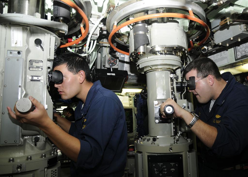 Современная система перископов на субмарине
