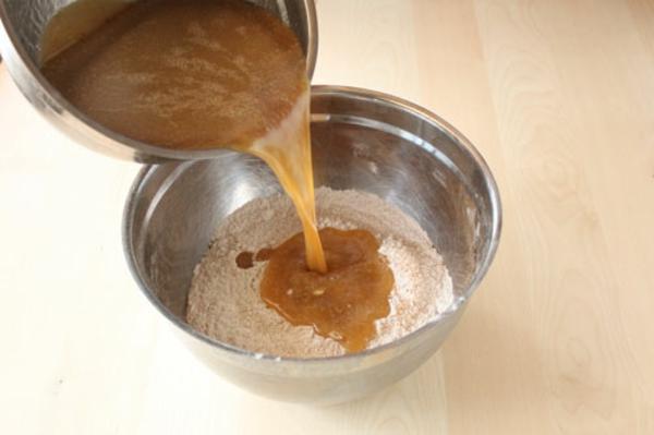 Этапы приготовления медовых пирожных