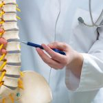 Боли в спине слева в ребрах: причины, симптомы, виды боли, диагностика и лечение