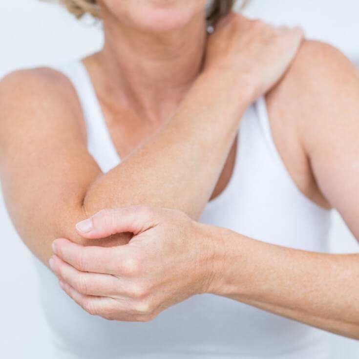 у женщины болит рука