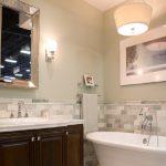 Как сделать интерьер стильным: картины в ванной комнате
