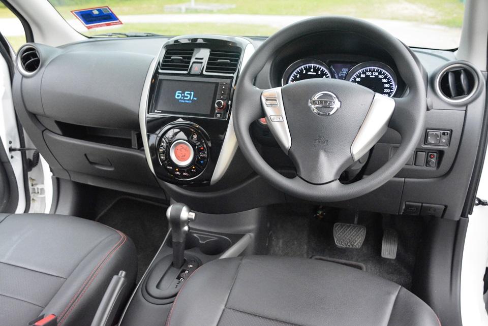Салон 2015 Nissan Almera
