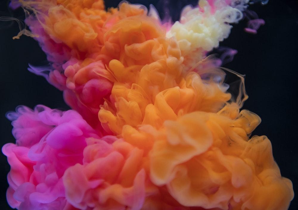 Нарушения цветоощущения допускаются