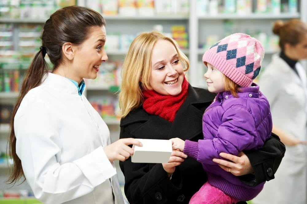 Покупка детских витаминов в аптеке