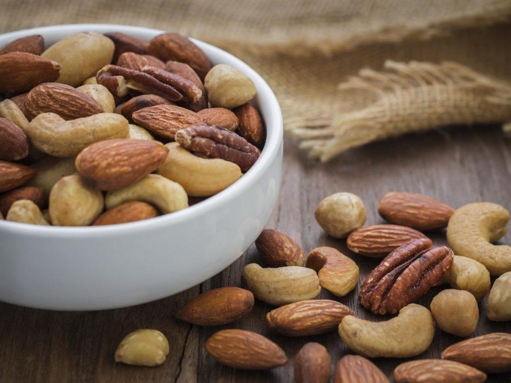 какие орехи полезнее жареные или нет