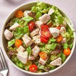 Салат с отварной грудкой: простые и вкусные рецепты приготовления