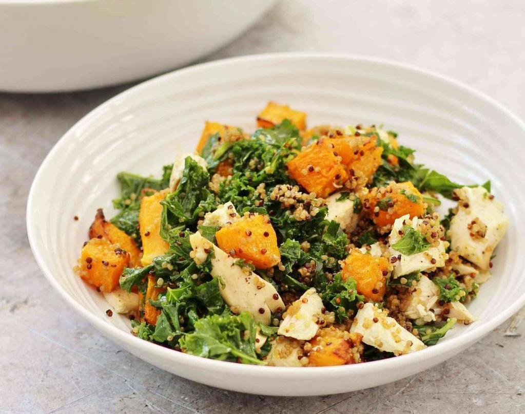 вкусный салат с отварной грудкой