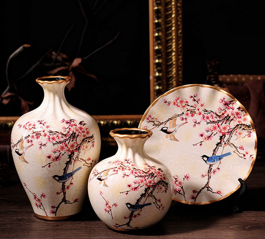 Японские вазы. выполненные в традиционной технике.