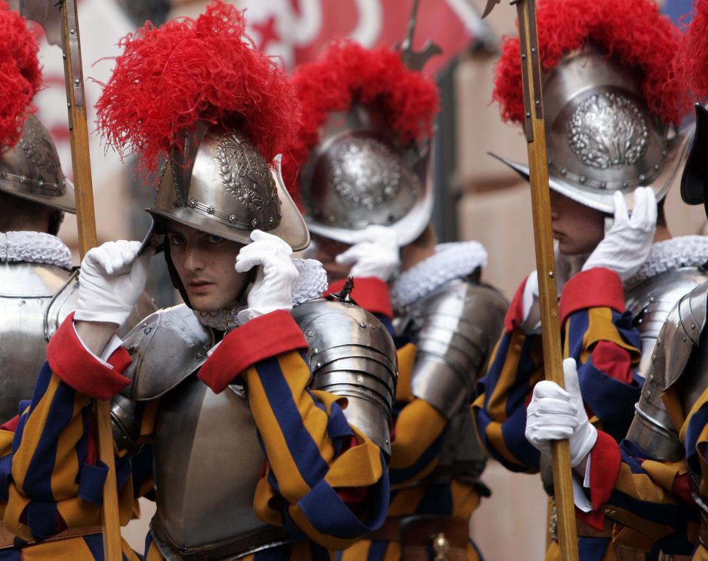 Ватиканская стража в строю
