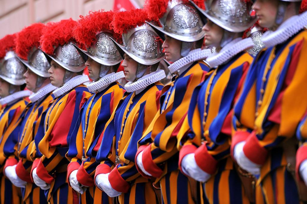 Строй Ватиканской стражи