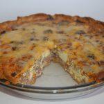 Заливной пирог с колбасой и сыром: рецепт