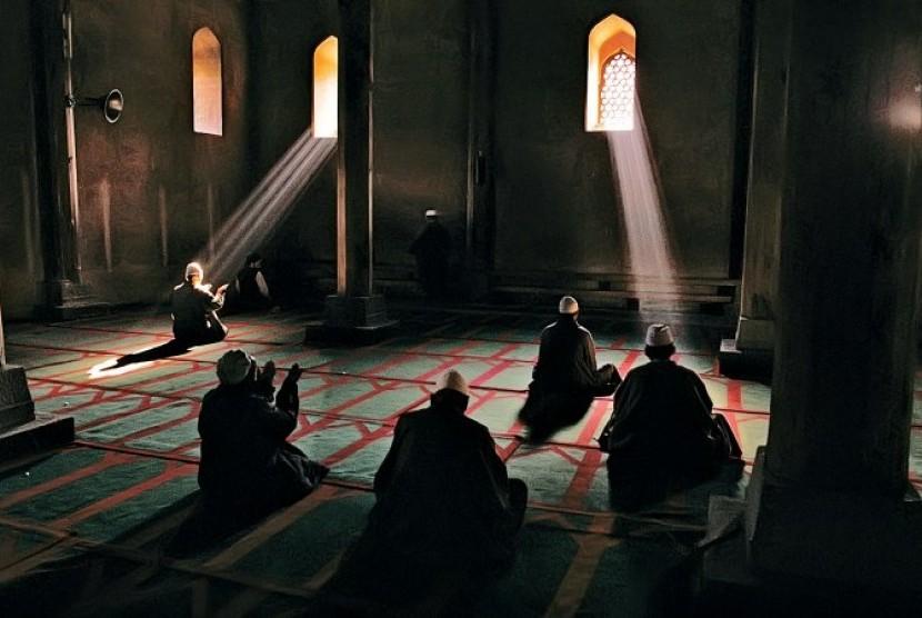 Мужчины на молитве