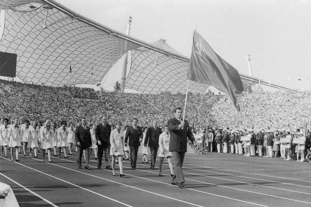 Николай Балбошин с флагом СССР